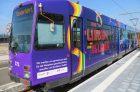 Regenbogenbahn fährt in Mainz
